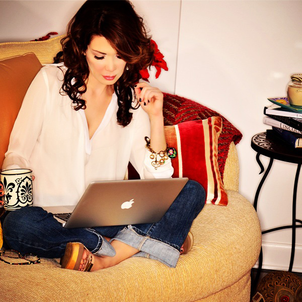 Writing my fashion blog | Shireen's favorite things | at home (Miami) | decodrive.com | May 2013